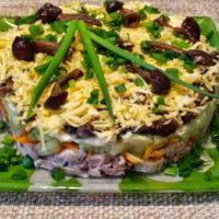 Cлоеный салат с опятами