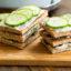 Идея завтрака: сэндвичи с огурцами и ароматизированным маслом