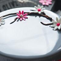 Современные десерты: муссовый торт «Грейс» со вкусом черники, малины и белого шоколада