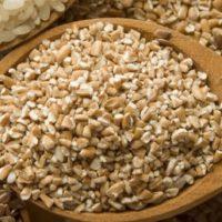 Каша из цельной пшеницы с гречкой.
