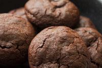 Шоколадное печенье с нежной кремовой начинкой