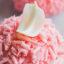 Современные десерты: муссовое пирожное «Исфахан» (Город роз) с малиной, личи и розовой водой