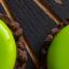 Муссовое пирожное «Халк», базилик, ананас и шоколадное брауни