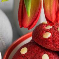 Печенье «Красный бархат» с белым шоколадом