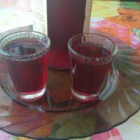 Сладкая настойка из красного винограда